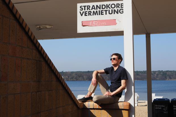 """Chinos: Die """"Bedford Pant"""" gäbe es auch in """"Nantucked red"""". Dann doch lieber einen Strandkorb mieten."""