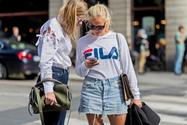 Sportswear:  Zwei bekannte Influencerinnen hart am Influencen
