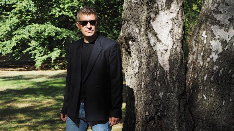 Sakkos: Eine Alternative zum Navy-Blazer: ein schwarzes Sakko, sportlich mit Blue Jeans getragen, hier als Doppelreiher (PS by Paul Smith, 530 Euro)