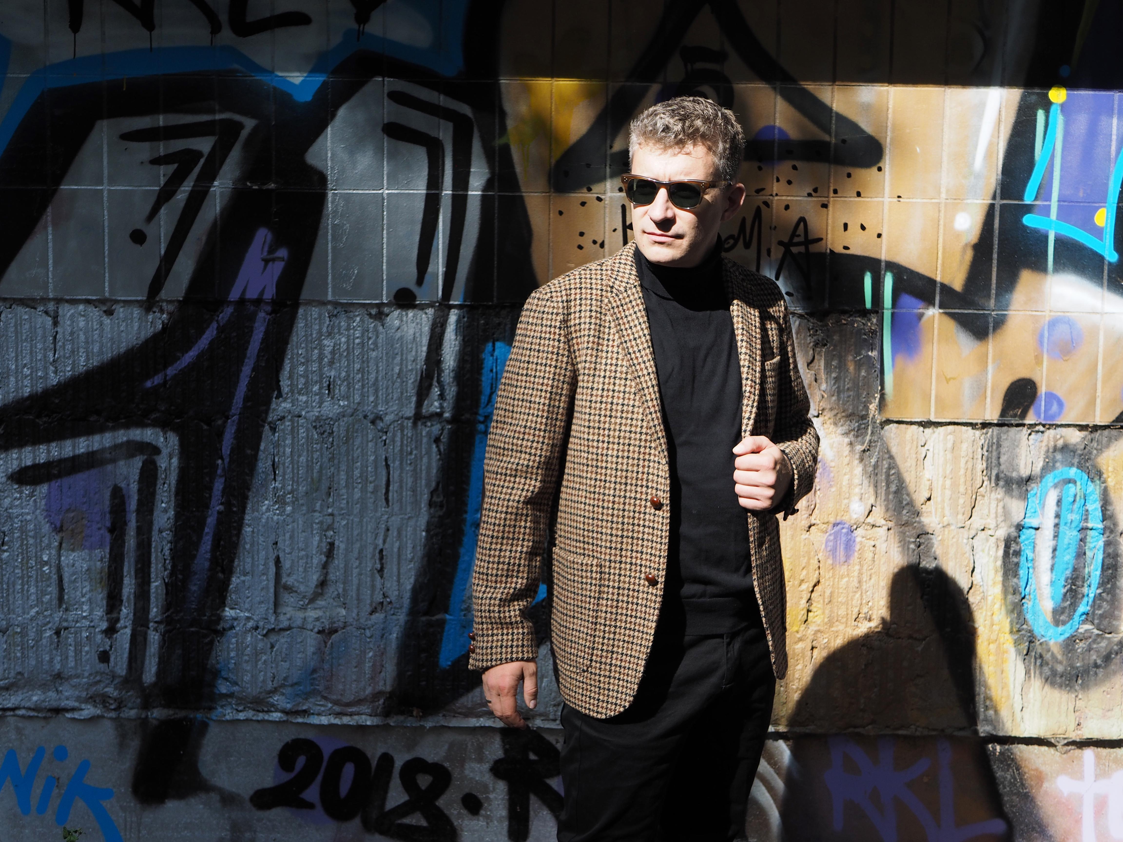 Sakkos: Wer ein Tweedsakko trägt, sucht nicht mehr, sondern ist angekommen: Dieses von Beams Plus (515 Euro) ist aus Harris-Tweed gefertigt.