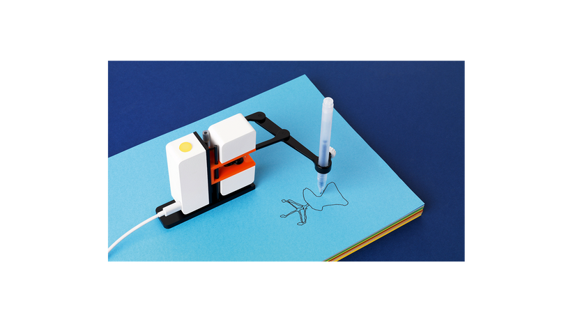 Robotik: Mirko Borsche schreibt einen Brief mit einem Roboterarm