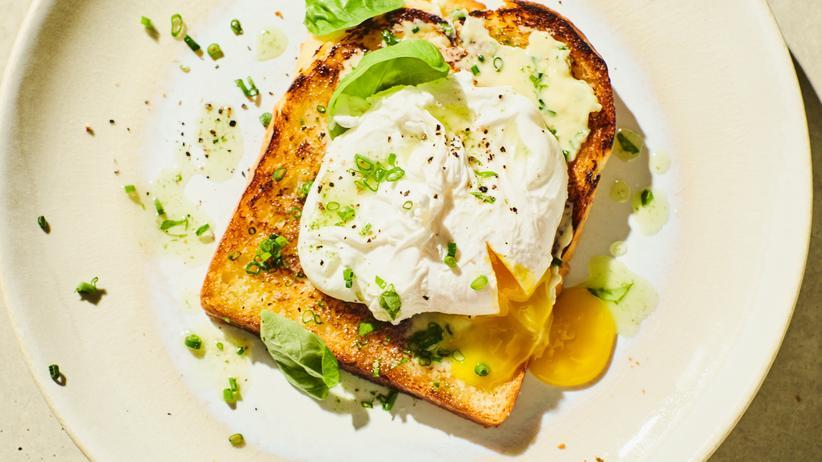 Pochiertes Ei auf Toast: Von wegen verloren